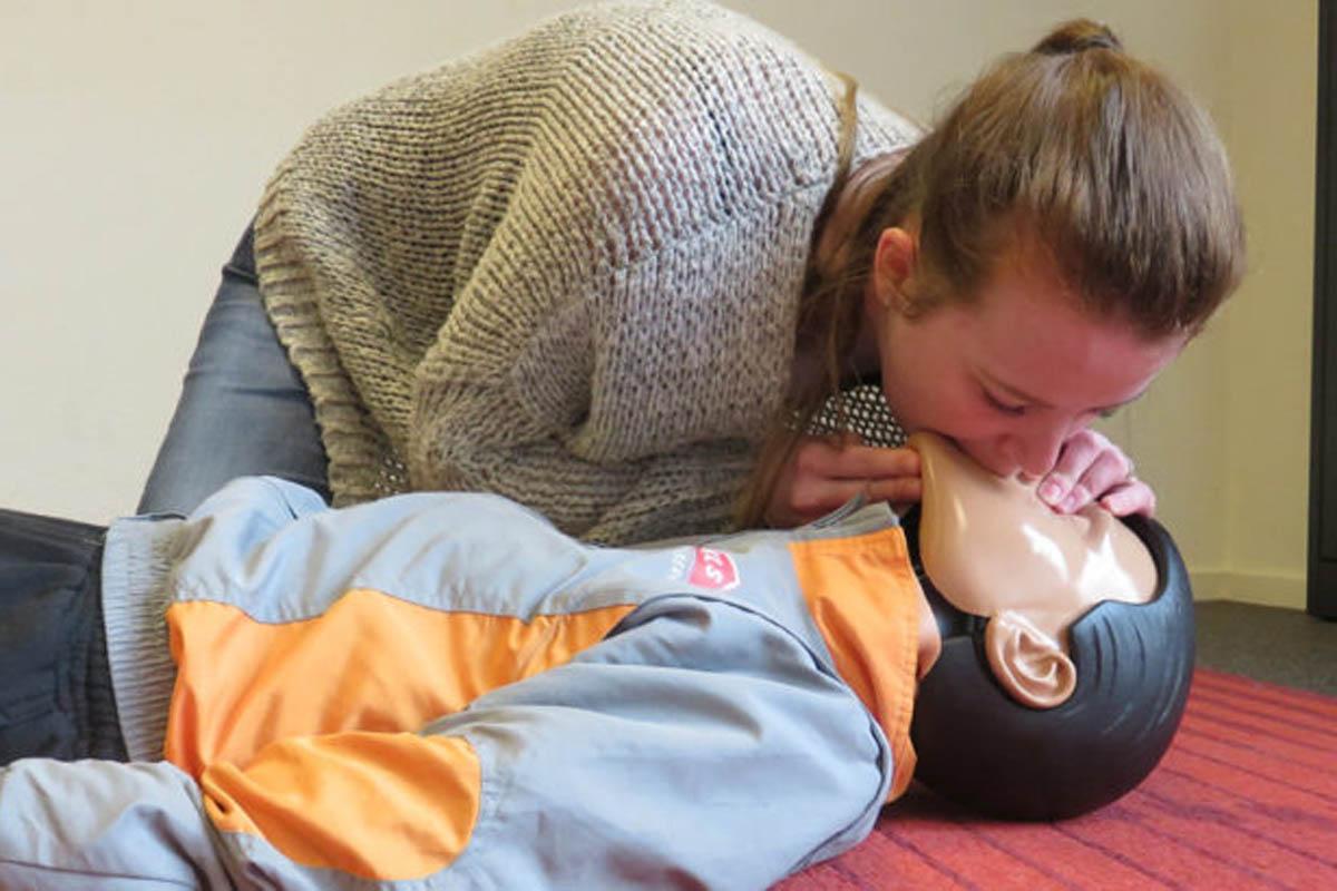 Heb je wel eens gedacht aan een basisopleiding EHBO Oranje Kruis?